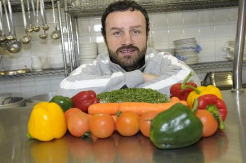 Widnes Vikings captain Jon Clarke promotes fresh fruit and vegetables