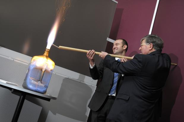 Runcorn and Widnes World: Catalyst education manager Phil Day and Professor David Phillips demonstrate one of the experiments