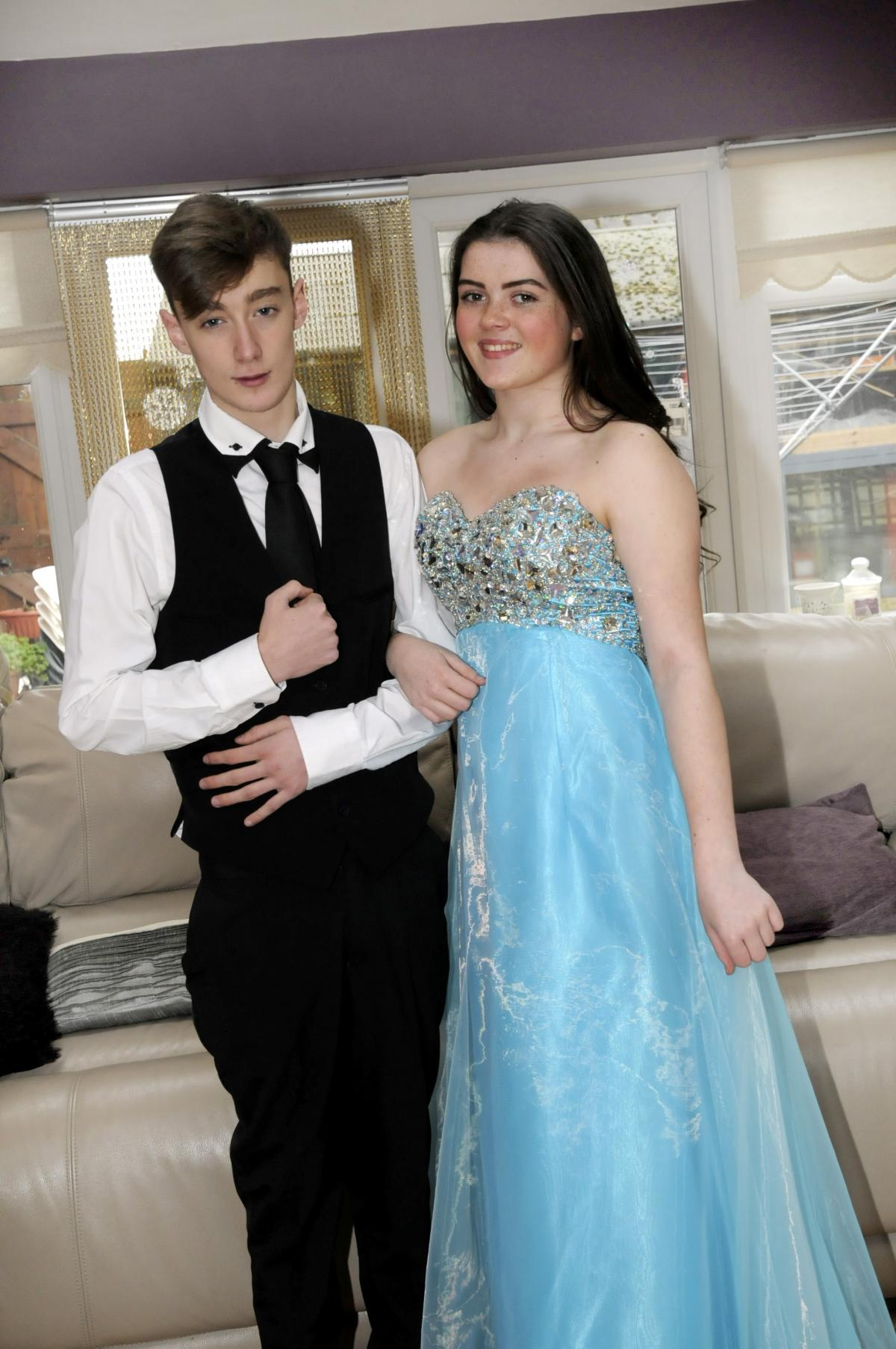 Mums offer Halton teenagers free prom outfits | Runcorn and Widnes World