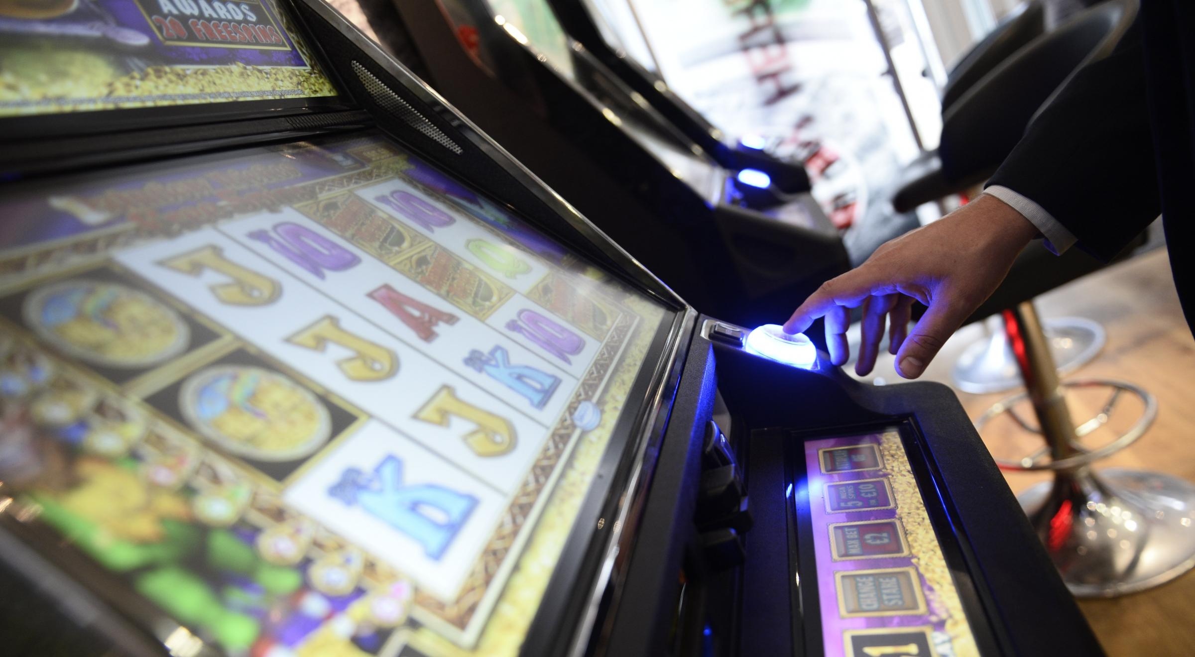 Maximum stakes on fixed odds gambling machines to be cut to £2