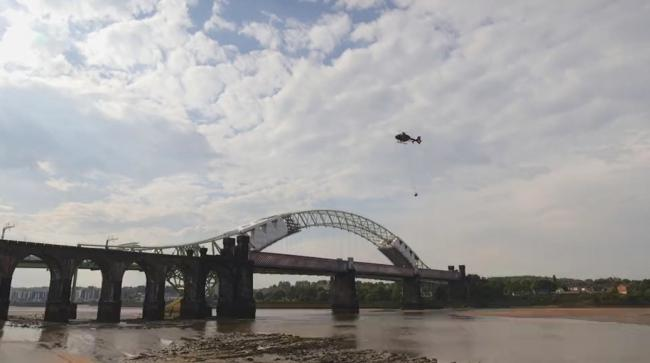 Helicopter removes historic bell from the top of Runcorn's ...